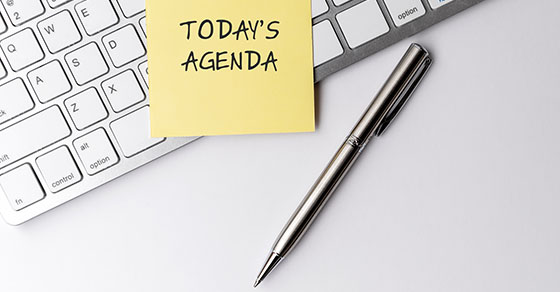 Post-It Note with TODAY'S AGENDA on a keyboard